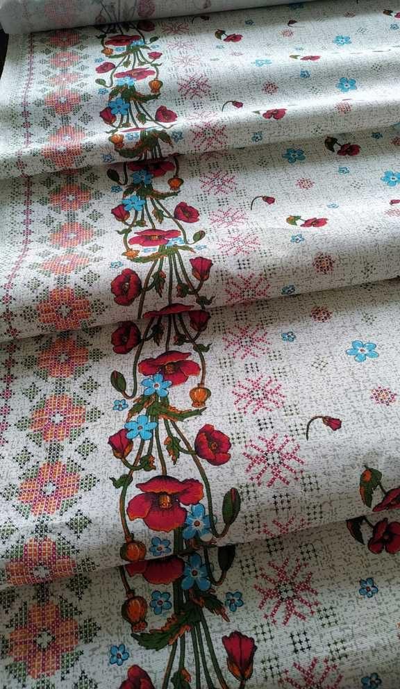 ткань с маками и вышиванкой
