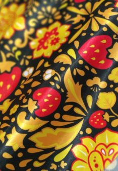 Ткань хохлома с клубникой