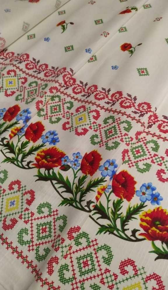 Ткань с маками и вышивкой