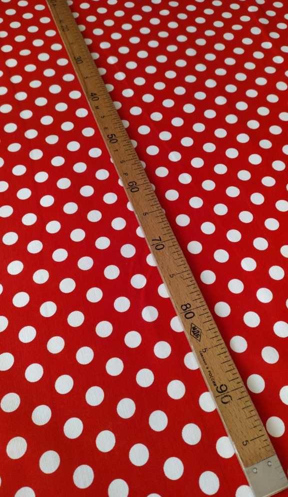 Ткань красная в горошек