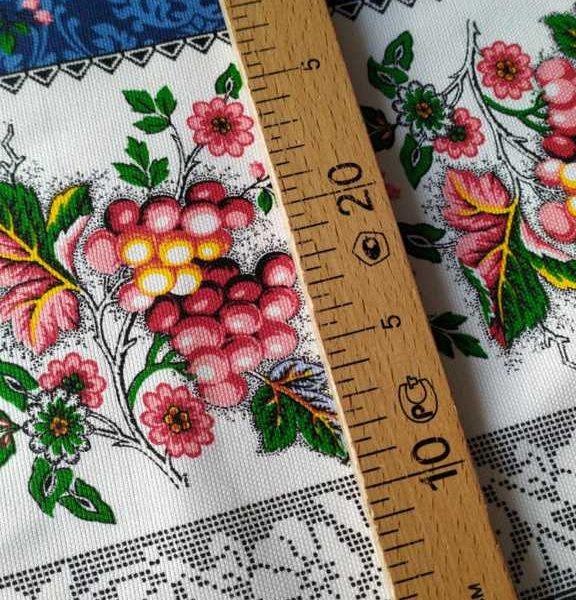 ткань с ягодами