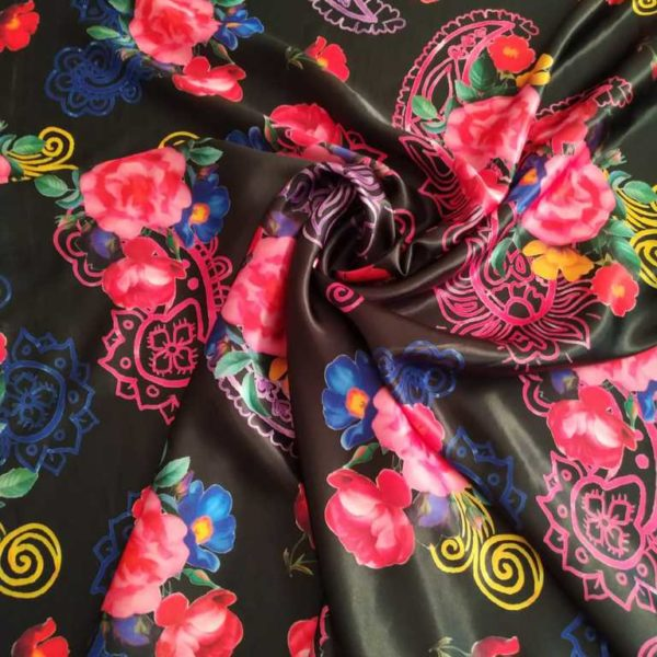 ткань с цветами и огурцами
